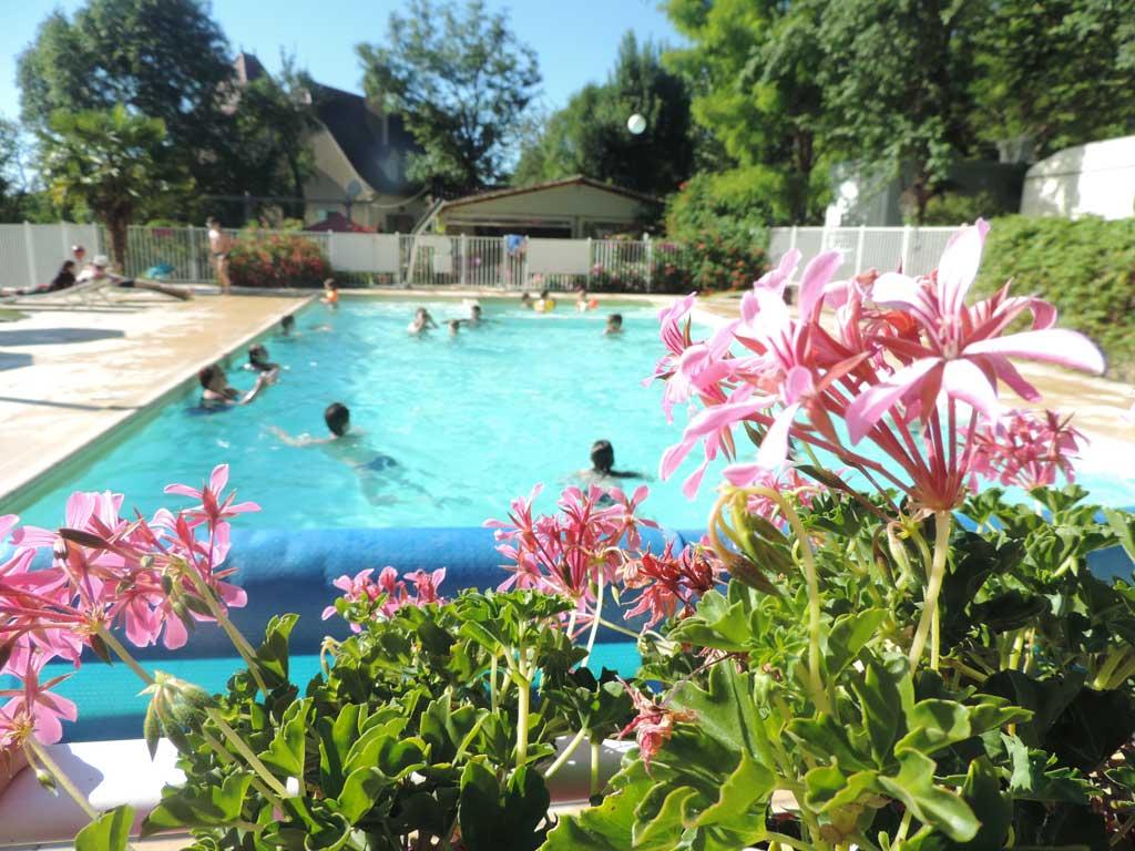 Camping lot vall e de la dordogne proche padirac et rocamadour for Camping dans le lot avec piscine